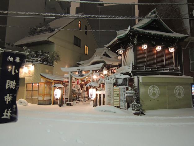 雪の小網神社